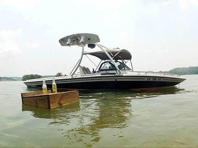 1990 Supra Conbrio boat wakeboard towers