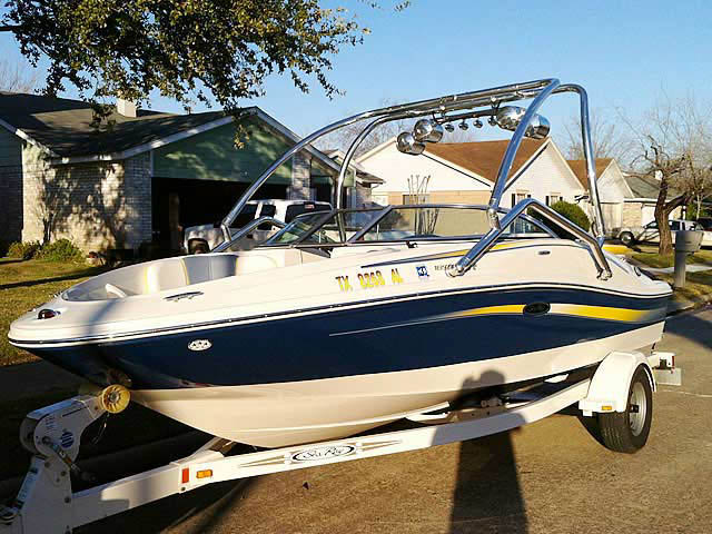 2007 Sea Ray 185 Sport boat wakeboard towers