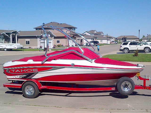 2010 Tahoe Q5i boat wakeboard towers