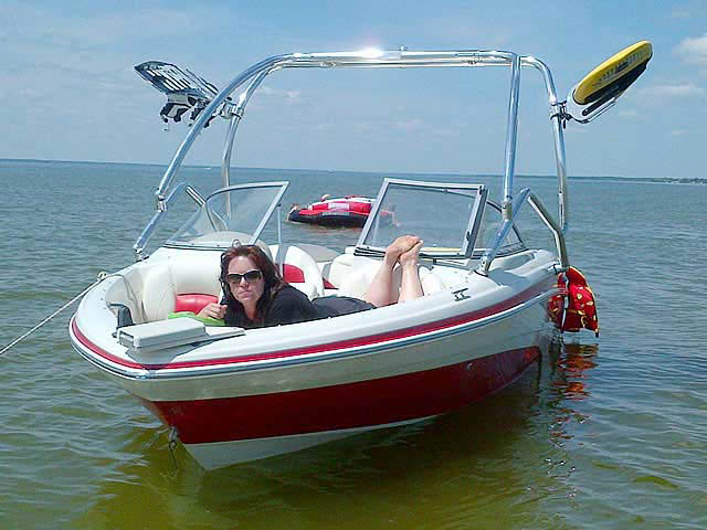 2010 Tahoe Q5i boat wakeboard tower