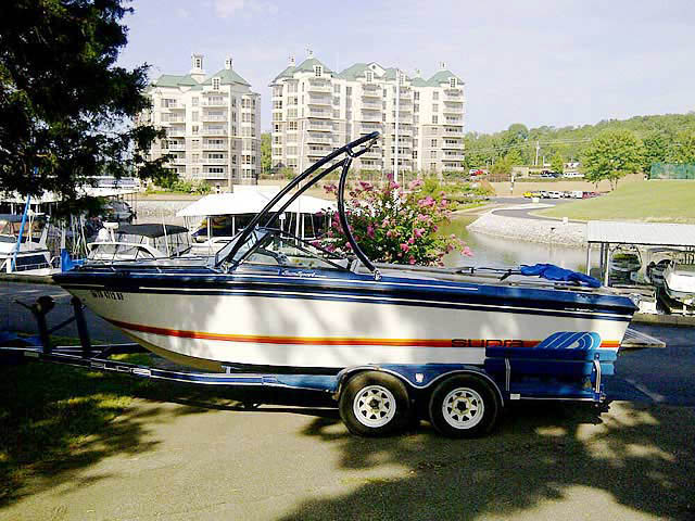 1986 Supra Sunsport boat wakeboard towers