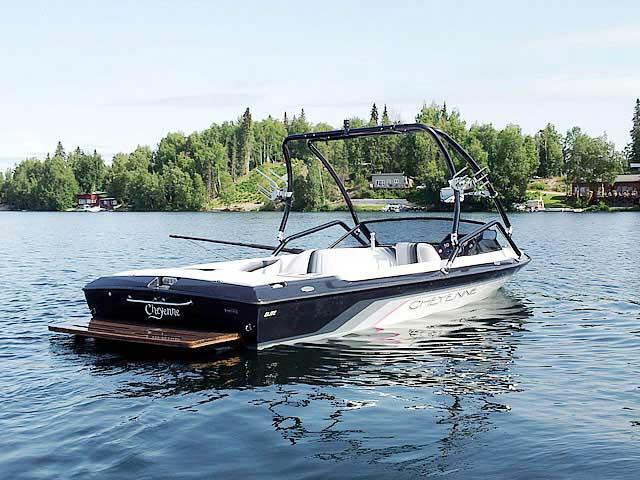 1994 Cheyenne Elite boat wakeboard tower