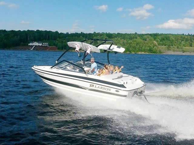 2004 Larson SEi 180 boat wakeboard towers