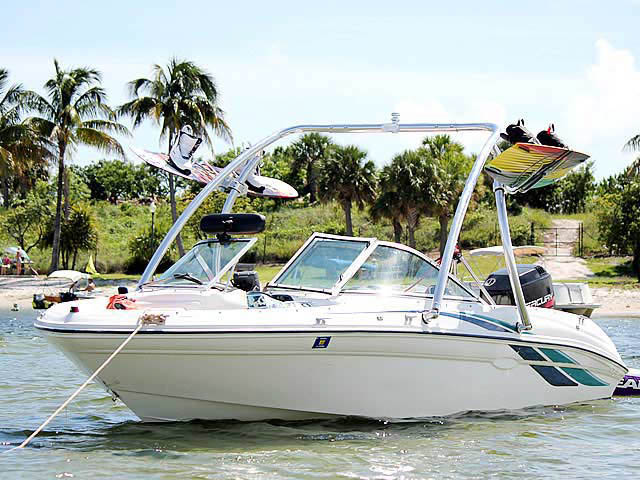 1998 Sea Ray 180 Bow Rider boat wakeboard towers