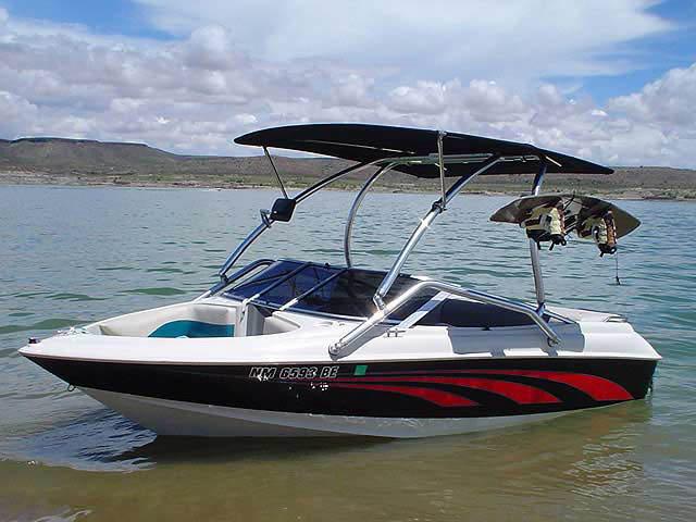 1995 larson 4.3 litre vortek boat wakeboard tower