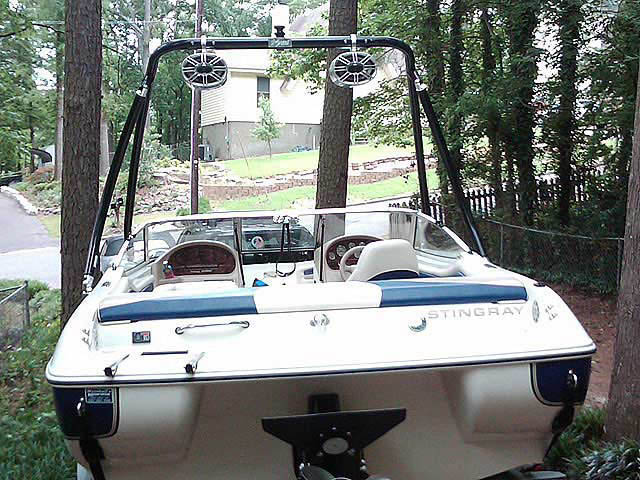2001 Stingray 190RS boat wakeboard towers