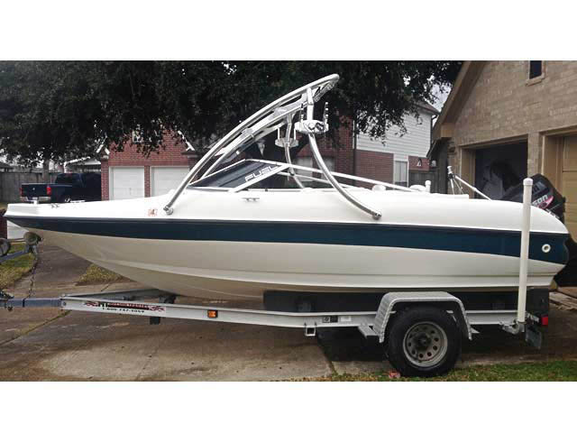 1999 Larson 18ft boat wakeboard towers