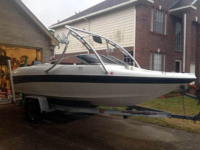 1999 Larson 18ft boat wakeboard tower