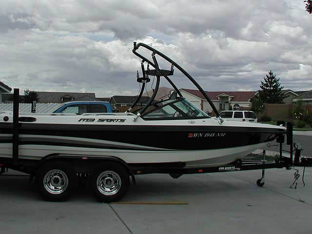 2002 MB Sports Boss190 boat wakeboard tower