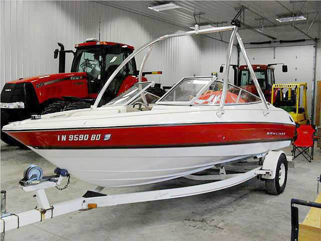 1996 Bayliner 2050SS boat wakeboard towers