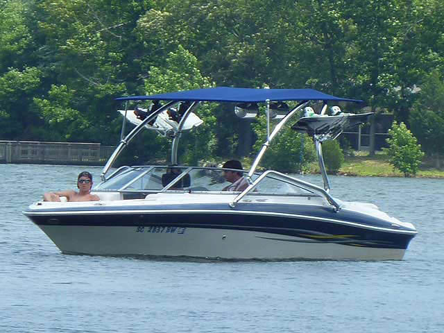 2005 Four Winns Horizon 200 boat wakeboard tower