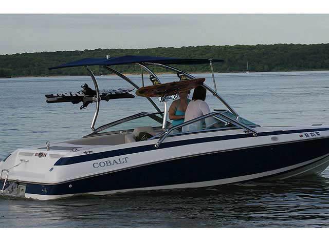 Cobalt / 220 / 1995 boat wakeboard tower