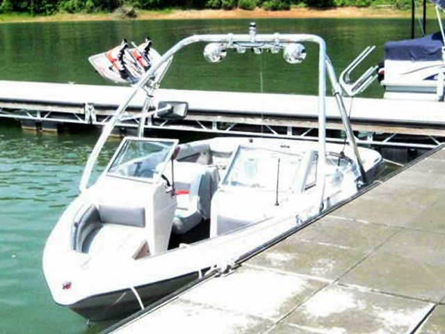 1989 Larson  boat wakeboard tower