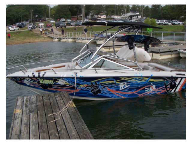 Celebrity 190 Bowrider boat wakeboard tower