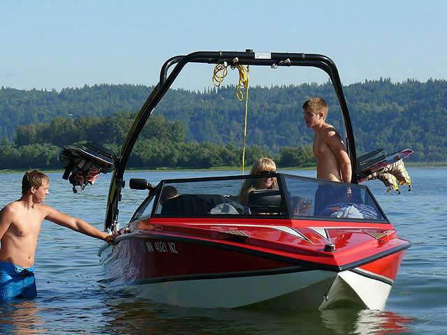 91 Ski Centurion boat wakeboard tower