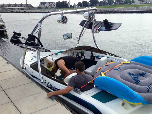 1997 Larson Flyer 176 boat wakeboard towers