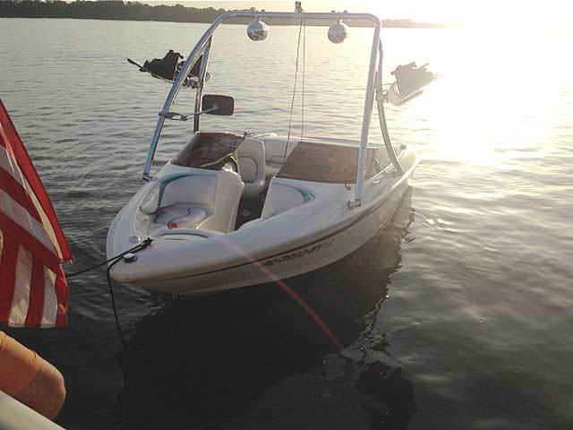 1997 Larson Flyer 176 boat wakeboard tower