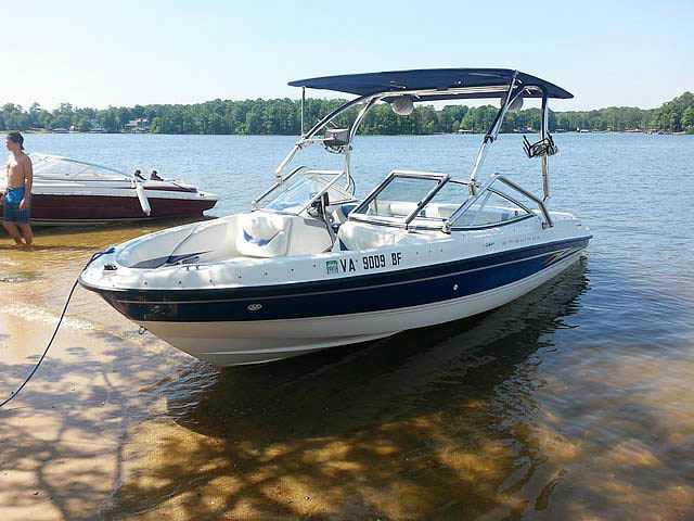 2005 Bayliner 205 boat wakeboard towers