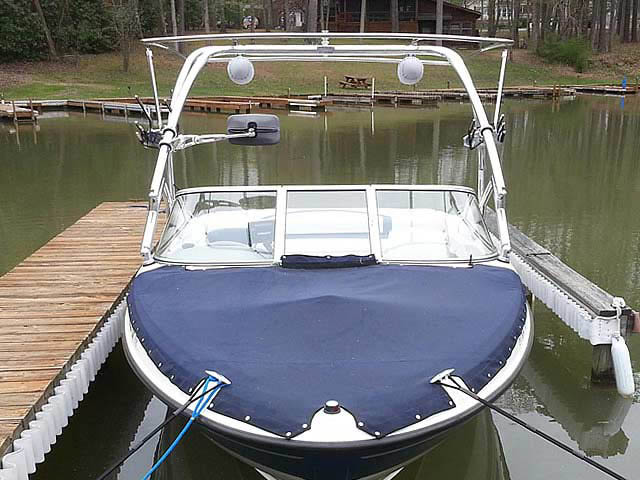 2005 Bayliner 205 boat wakeboard tower