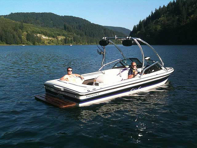 1998 Sanger DLX boat wakeboard tower