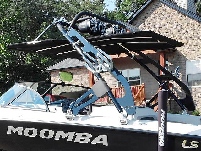 2001 Moomba Outback LS boat wakeboard tower