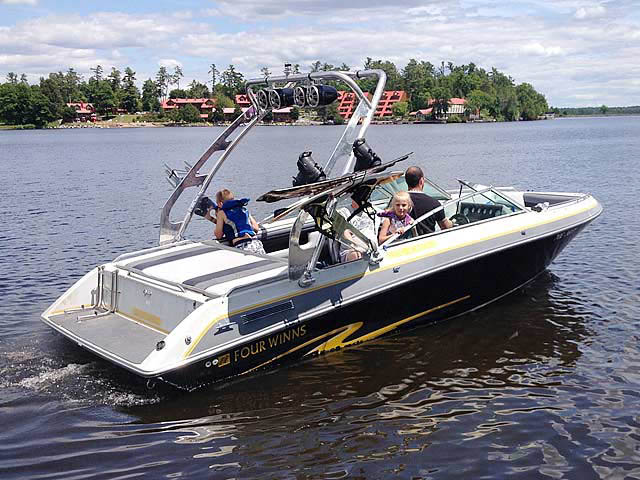 1988 Four Winns Horizon 200 boat wakeboard towers