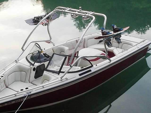 1998 Supra Saltare  boat wakeboard towers