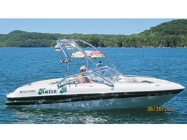 1996 Four Winns 200 Horizon boat wakeboard towers