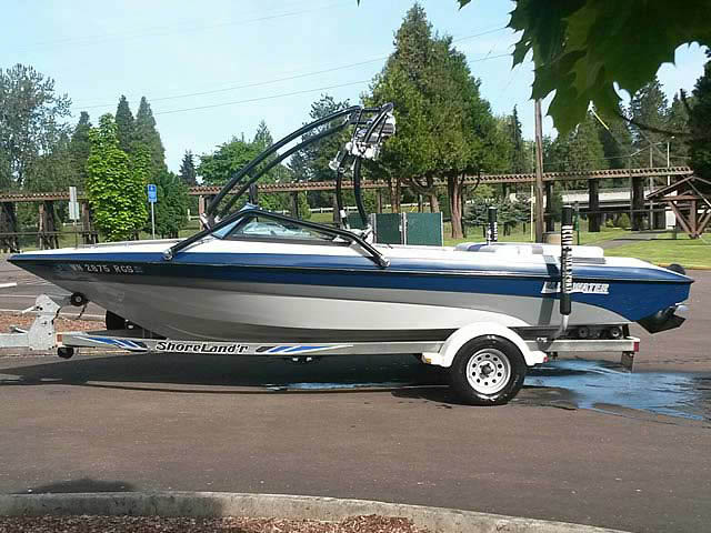 1995 Blue Water Mirage boat wakeboard tower