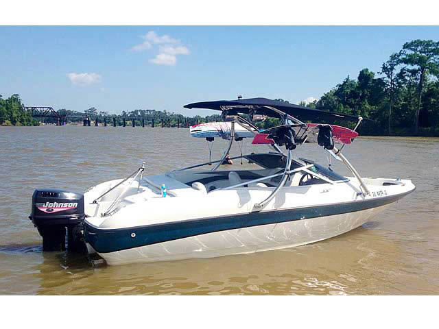 1999 Larson 185 boat wakeboard towers