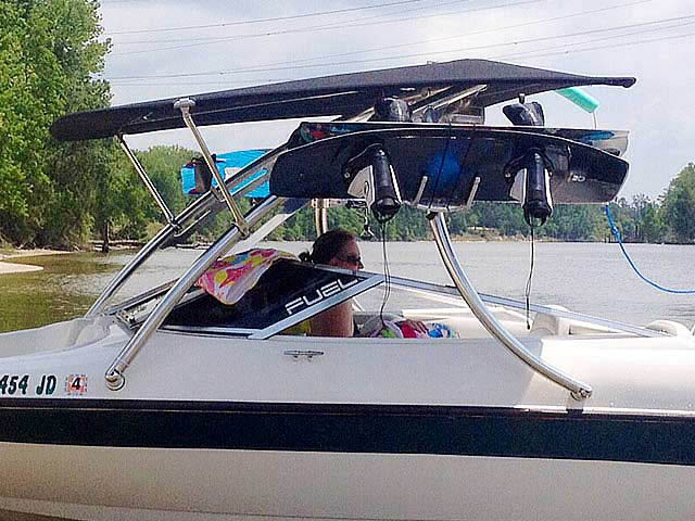 1999 Larson 185 boat wakeboard tower