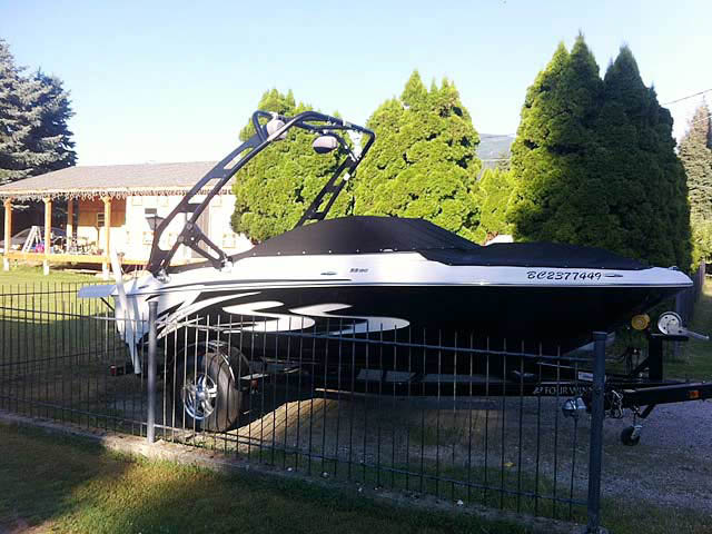 2010 Four Winns H180ss boat wakeboard towers