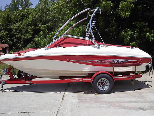 2004 Rinker 192  boat wakeboard towers