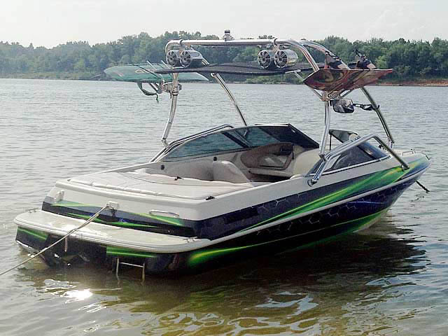 1996 Sylvan Runabout boat wakeboard tower