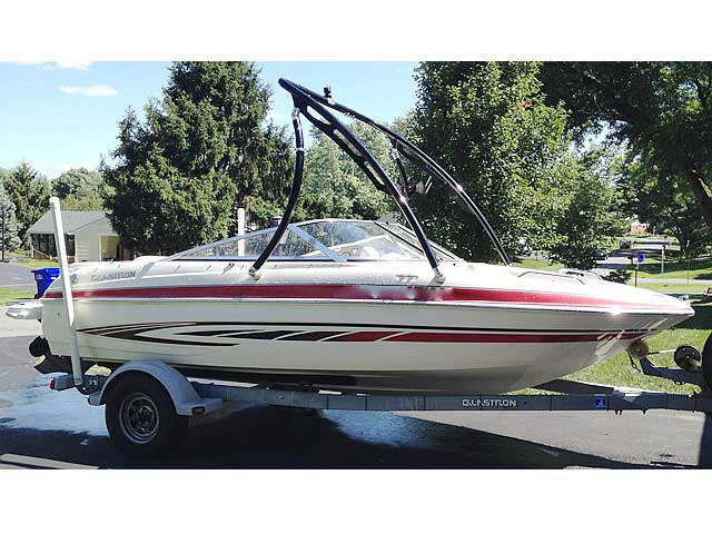 2008 Glastron GT185 boat wakeboard towers