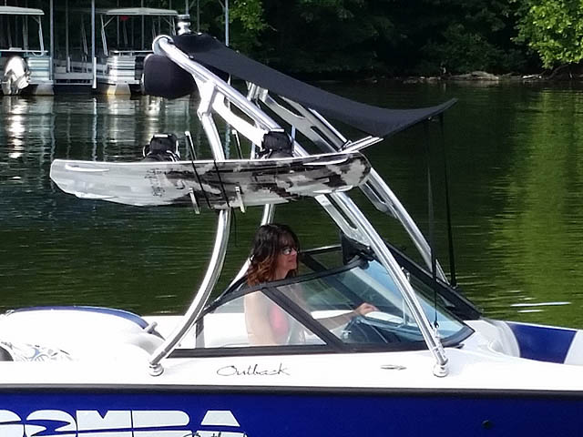 2000 boat wakeboard tower