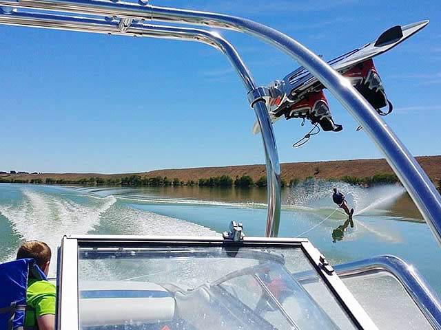 1994 Bayliner Capri 2050 boat wakeboard tower