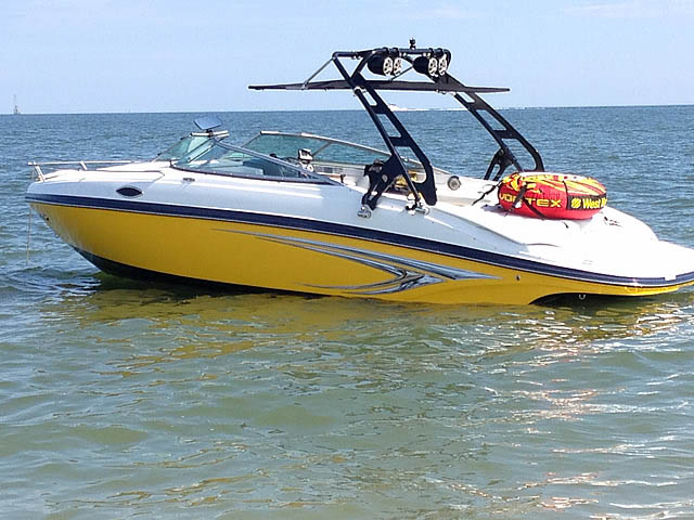 2013 Rinker 246 cc boat wakeboard towers