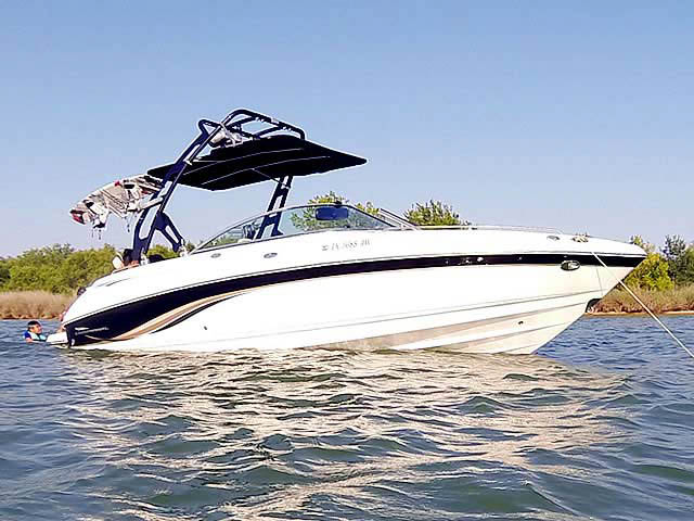 2003, 230 SSI Chaparral  boat wakeboard tower