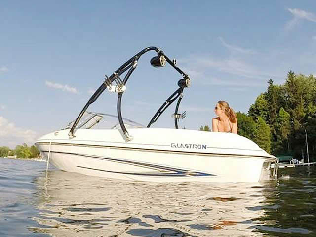 2005 Glastron MX 175 boat wakeboard tower