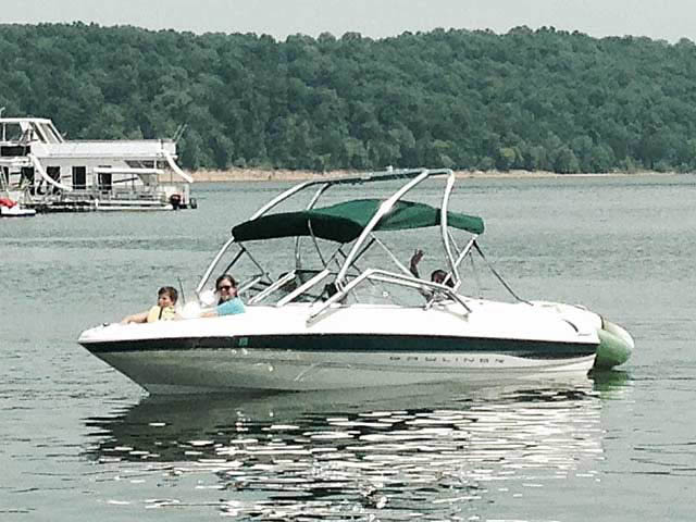 2000 Bayliner Capri 1850 LX boat wakeboard towers