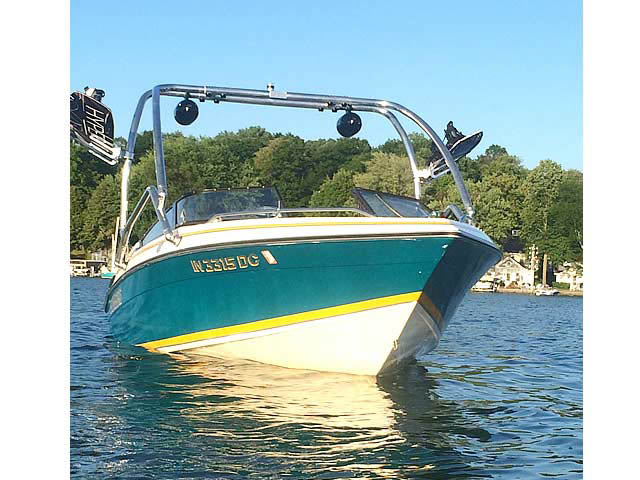 1992 Sunbird 205 Corsair boat wakeboard tower